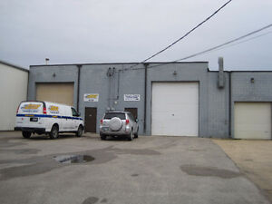 OFFICE/WAREHOUSE-638 DUFFERIN-CENTRAL LOCATION-LOTS OF PARKING