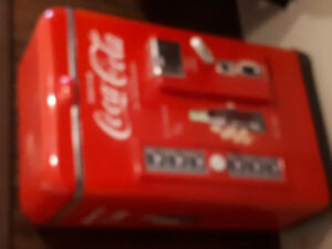 Coca-Cola replaca vintage cooler