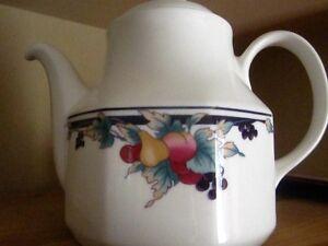 Tea Pot Royal Doulton Automn Glory