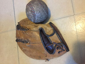 Antique first base trappers mitt