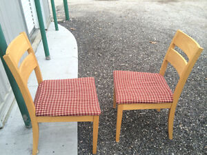 4 piece table and chair set London Ontario image 2