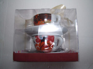 Brand new in box set of 4 tea cups and saucers London Ontario image 3