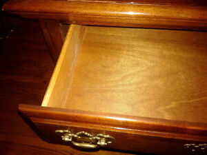 Solid cherry wood china cabinet - excellent condition Kitchener / Waterloo Kitchener Area image 7