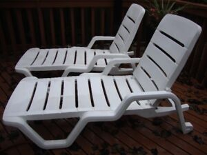 OUTDOOR LOUNGE CHAIRS (2)
