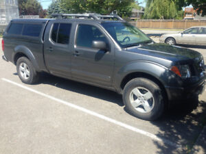 2007 Nissan Frontier crewcab 4X4 with canopy sunroof, 4.0L 178k