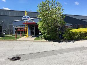 Espace industriel de 5,174 pc a louer a Laval