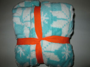New with tags Girls winter robe - snowflake pattern Belleville Belleville Area image 2
