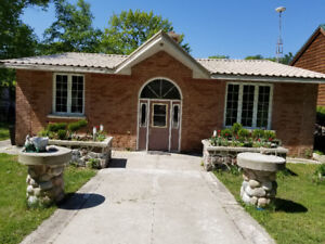 4 DAYS AVAIL AUG 19-22 :CHARMING OLD HOUSE WASAGA RIVERFRONT