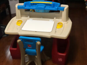 Step 2 Deluxe Art Master Desk and Chair