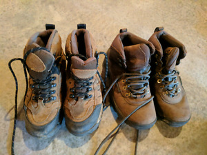 Youth hiking boots