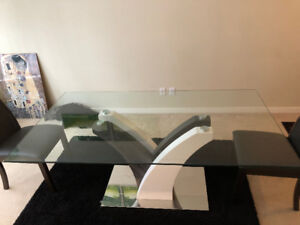 LUXURY GLASS TOP DINNING TABLE WITH 4 LEATHER CHAIRS