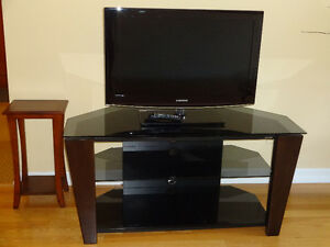 Flat screen and tv table