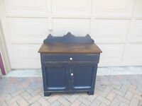 COASTAL BLUE WASH STAND