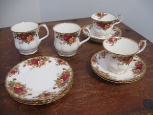 11 pieces of Old Country Roses China