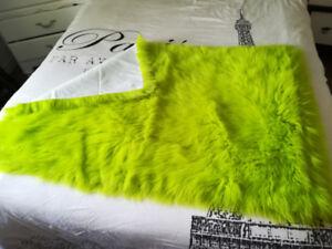 Tapis de chambre vert lime à poil long (Neuf)