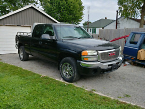 2001 GMC Ext cab 4.8L 4x4  AS IS! Back rack is extra!