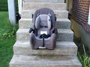 Siege d'auto, baby car seat.