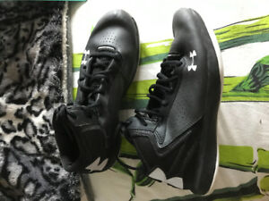 Size 6.5 Under Armour basketball shoes