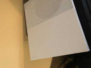 Xbox one s 500gb forsale one controller.