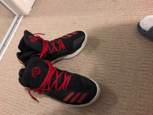 D-rose 7 basketball shoe, size 10.5. black/red