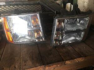 2007 GMC Sierra head lights