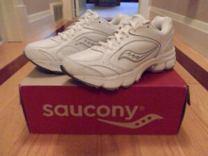 WOMEN'S SAUCONY ECHELON LE2 WALKERS - BRAND NEW