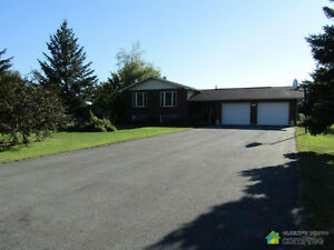 Beautiful House for Sale: 3262 Sidney Street, Avonmore
