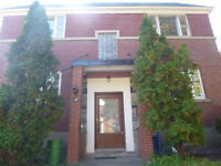 Upper Duplex NDG/Mtl-West Clean and bright