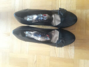 Hush Puppies size 10 Leather BRAND NEW