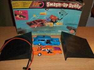 VINTAGE KENNER SMASH UP DERBY SET-NO. 24841-TOY CARS-1970
