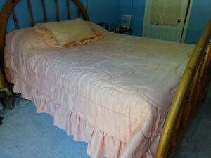 Peach Queen bedspread, 2 shams and 2 peach lace curtain tiebacks