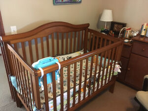 Solid wood crib and dresser/change table