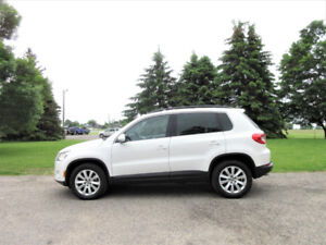 2010 Volkswagen Tiguan 4Motion AWD- Leather w/ Pano Roof!! $9950