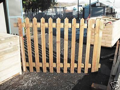 1.8m x 1200mm Pointed Picket Fence Panel