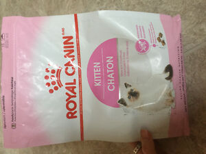 OPENED bag of Royal Canin kitten (PENDING)