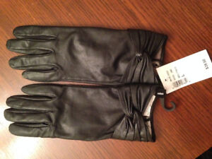 NEW - Cleo Women's black leather gloves