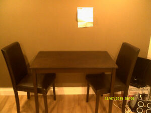 Table (4ftX2ft) and 2 matching chairs