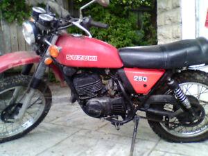 Motorcycle Susuki TS250 Enduro