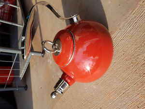 Red Perdeno kettle