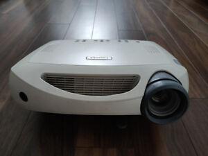 Videoprojecteur Home cinema Toshiba TDP MT8