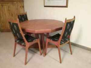 Solid teak table with 6 chairs and 2 extension pieces