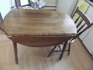 SMALL ROUND TABLE WITH TWO CHAIRS