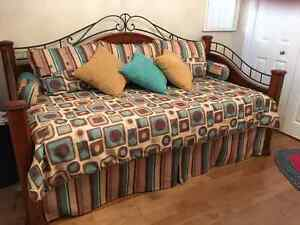 Day bed for sale-lit d'appoint a vendre