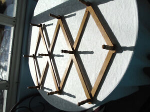 VINTAGE EXPANDABLE WOODEN HANGING RACK