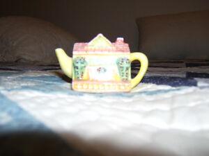RED ROSE TEA  FIGURINE...TEA POT Kingston Kingston Area image 1