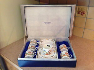 Aynsley Tea cups & Saucer set /Tasses et soucoupes ensemble de 6