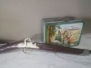 Authentic Davey Crockett collectables