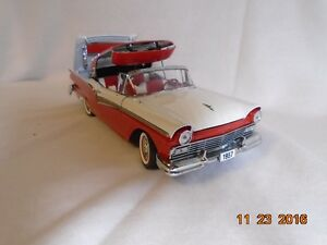 New price. 1957 Ford Retractable Hard Top Diecast. London Ontario image 2