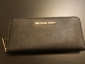Michael Kors Jet Set Wallet - great gift for someone!