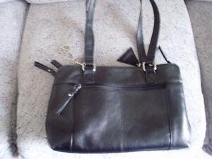 LA DIVA Italian Designed Black Leather Shoulder Bag for sale Cambridge Kitchener Area image 7